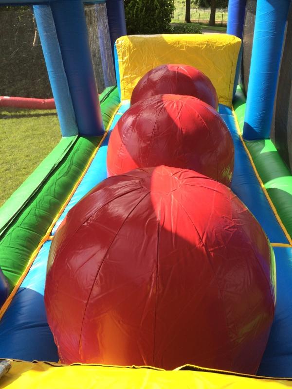 rode ballen stormbaan