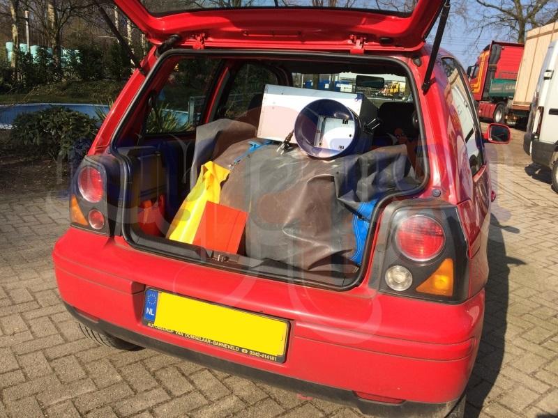 Klein springkussen mini in een Seat Arosa
